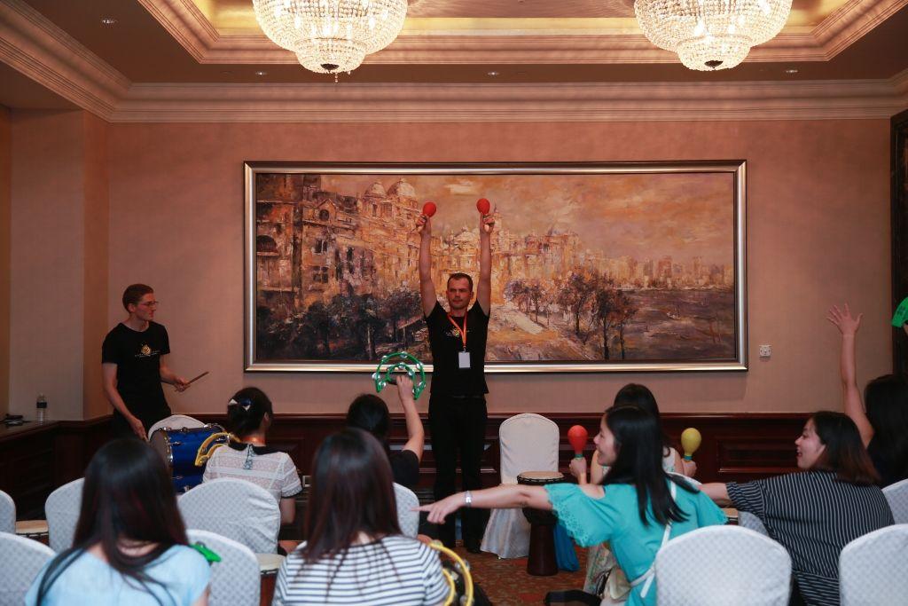 Kết nối đồng đội - Thử thách chơi trống đồng đội tại Macau