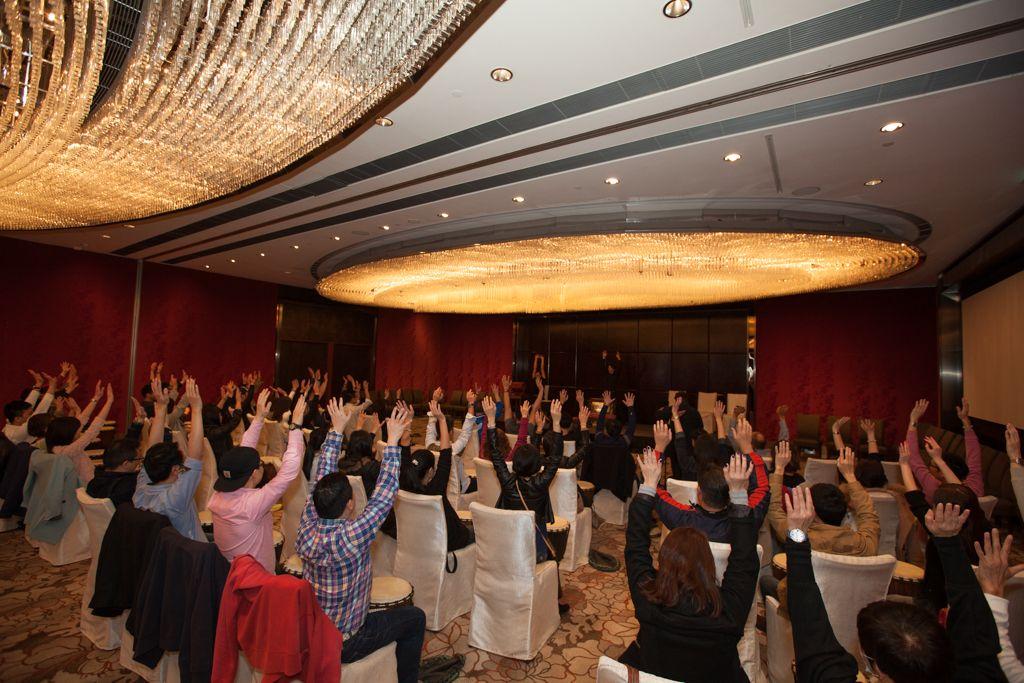 Thách thức đội nhóm - Thử thách chơi trống đồng đội tại Macau